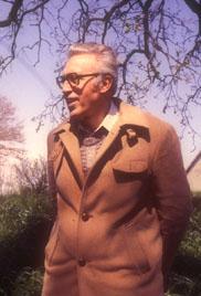 Dario Paccino durante una escursione naturalistica nelle Marche (1975)