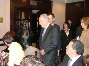 L'arrivo di Shimon Peres in sala