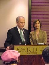 Shimon Peres con l'interprete Silvia Pallottino