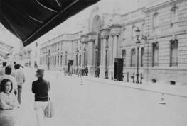 5 agosto 1985 a Parigi: davanti all'Eliseo