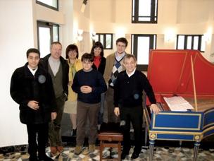 La prof.ssa Fraboni - i suoi allievi - Trevor Pinnock e il suo clavicembalo
