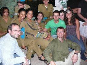 Foto con alcuni giovani soldati dell'IDF