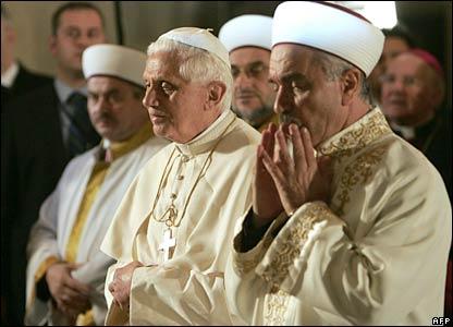 Benedetto XVI visita la Moschea Blu